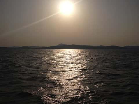 海上から眺める淡路島