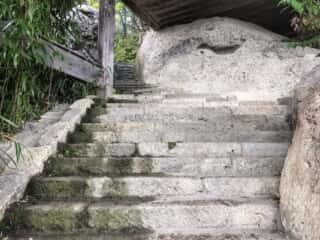 宝珠山立石寺 石の参道
