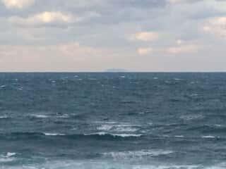 沖津宮遙拝所から眺める沖ノ島