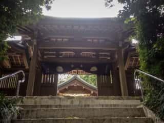 宗像大社中津宮 門越しの拝殿