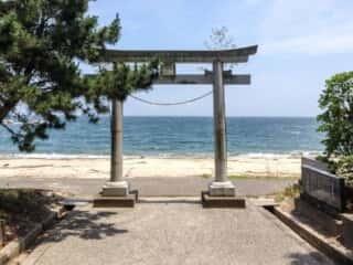 佐田岬を指す奈多宮の3重鳥居