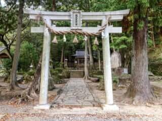 瀧尻王子宮 鳥居と参道