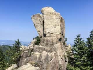 御在所岳 地蔵岩の勇姿を望む