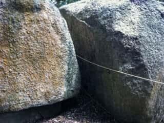 舟木石上神社の巨石群