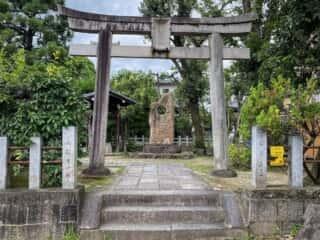 大酒神社 鳥居と参道