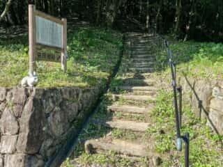 益田岩船へと続く階段
