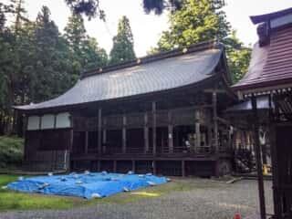関山神社の拝殿