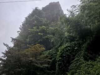 宝珠山立石寺の巨石