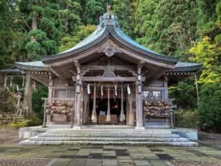 真山神社の拝殿